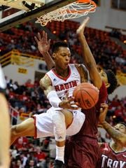 Ragin' Cajuns point guard Jay Wright works under the