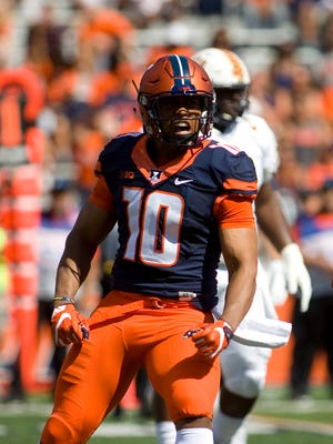 Illinois linebacker Hardy Nickerson (10) celebrates after a play against Murray State at Memorial Stadium on Sept. 3, 2016