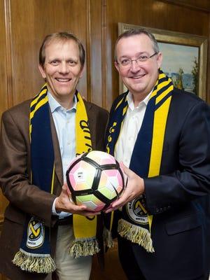 John R. Ingram (left) and David Dill (right)