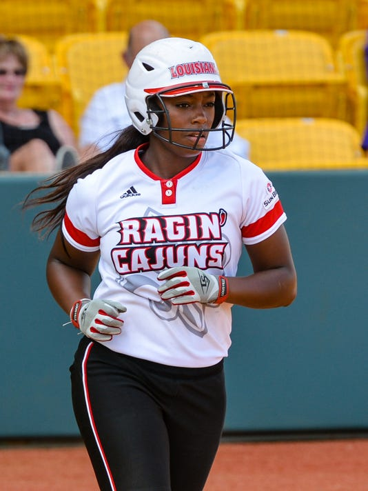 636308330595258361-Cajuns.Mcneese.softball.05.19v5-9597.jpg