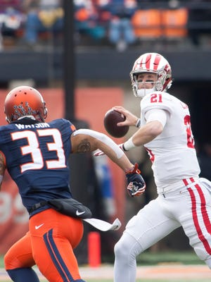 Indiana Hoosiers quarterback Richard Lagow (21) is pursued by Illinois Fighting Illini linebacker Tre Watson (33) during the second quarter at Memorial Stadium.