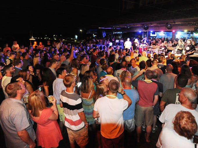 Fans Packed The Rusty Rudder In Dewey Beach For