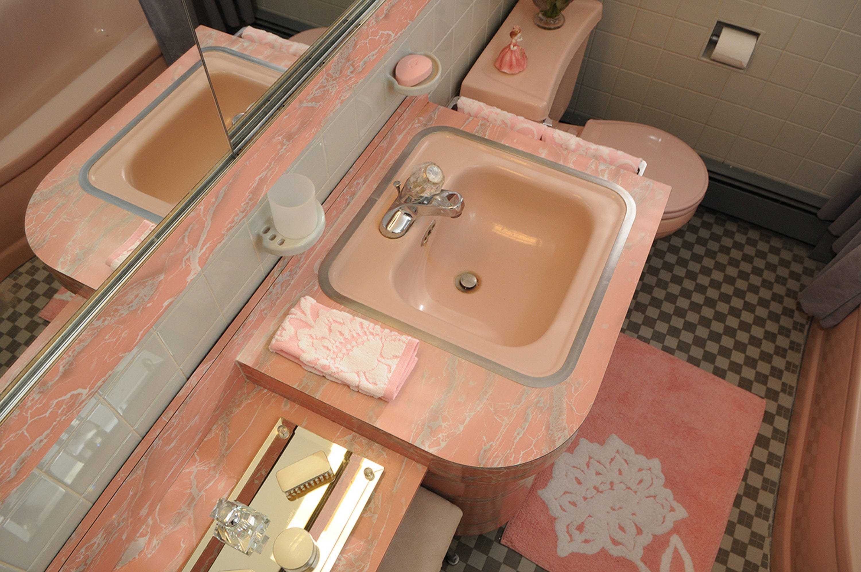 Those 1950s pink bathrooms, hot or not?