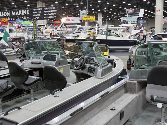 636230435548355614-detroit-boat-show-23.jpg