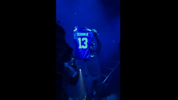 Drake stopped his concert just to get Odell Beckham Jr. to sign a fan's jersey.
