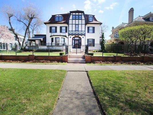 HOUSE_ENVY_042815_rhb2.jpg