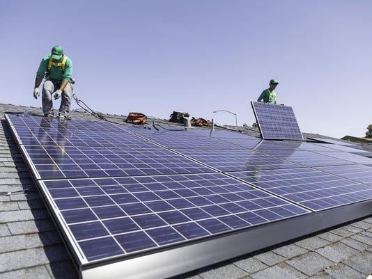 IMG_SolarCity_Loans_8_1_8N8OULI1.jpg_20141010.jpg