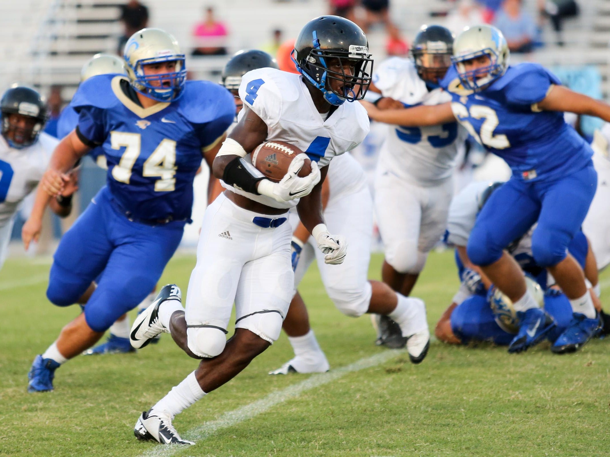 LaVergne's Maleik Gray (4) may have to help carry the load with the graduation of running back Roshea Grays.