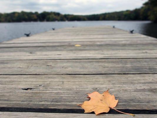 IOW 1008 Lake macbride fall foliage 01