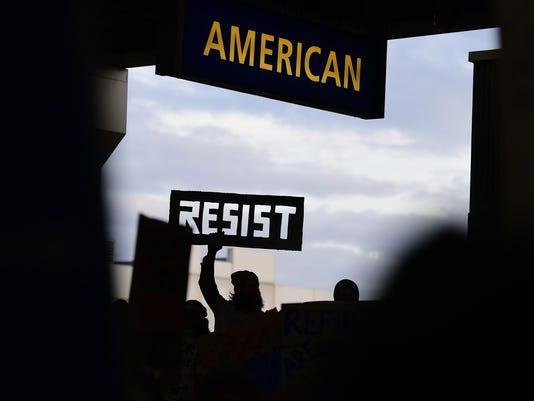 IMG_Trump_Unsettled_Amer_1_1_PEH9BB2O.jpg_20170202.jpg