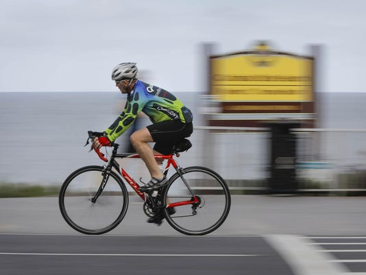 Bicyclists' injury risk seen doubled if they lack latest helmets