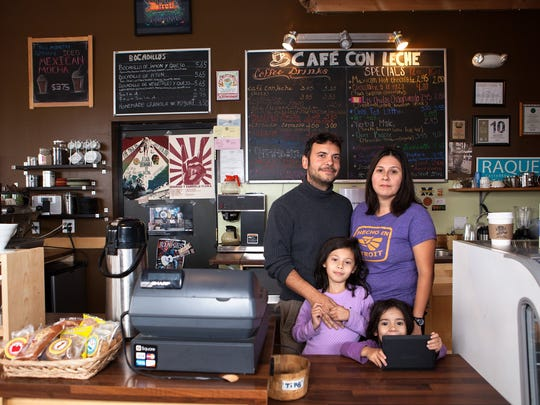 Cafe con Leche: Back: Jordi Carbonell, Melissa Fernandez;
