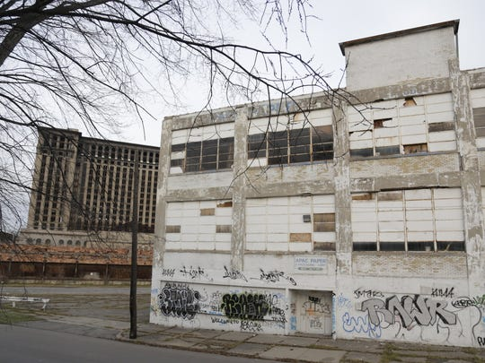 This is the warehouse that Galapagos Art Space's director bought and sold.