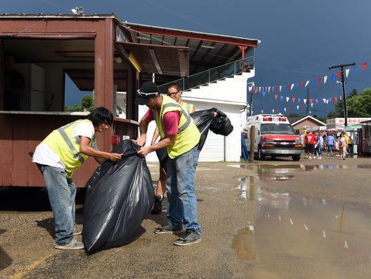 636072205371733444-01-zan-0819-Fair-cleaning-crews.JPG
