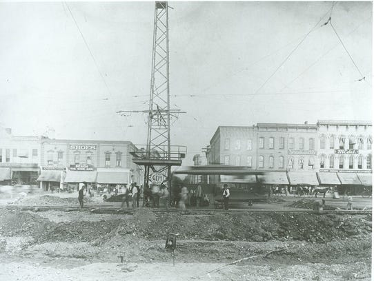 A view of the downtown square in Springfield in 1899.