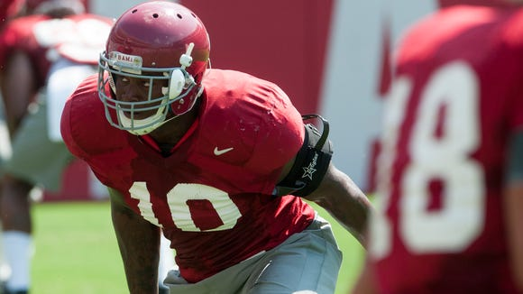Linebacker Reuben Foster works out during the University