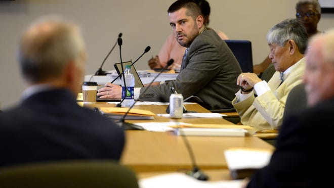 Ben Twingley/btwingley@pnj.comCity administrator Eric Olson, left, listens to councilman Charles Bare as he tries to add a vote of no confidence to the Thursday's meeting. City administrator Eric Olson, left, listens to councilman Charles Bare as he tries to add a vote of no confidence to the Thursdayâ??s meeting.