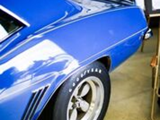 Detail of the Blue Maxi Camaro.