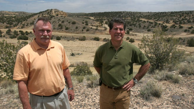 AV Water Co. owner Mark Iuppenlatz, right, talks with former General Manager Evert Oldham in April 2008 at a sandstone mesa location off Andrea Drive east of Farmington.