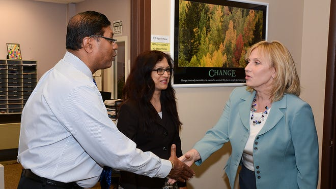 The Center for Network Therapy (CNT), the first state licensed ambulatory detox facility for all substances of abuse, welcomed on Monday the Lieutenant Governor of New Jersey Kim Guadagno for a tour of their outpatient detox treatment facility.