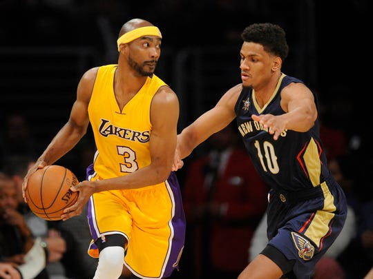 Los Angeles Lakers forward Corey Brewer (3) moves the