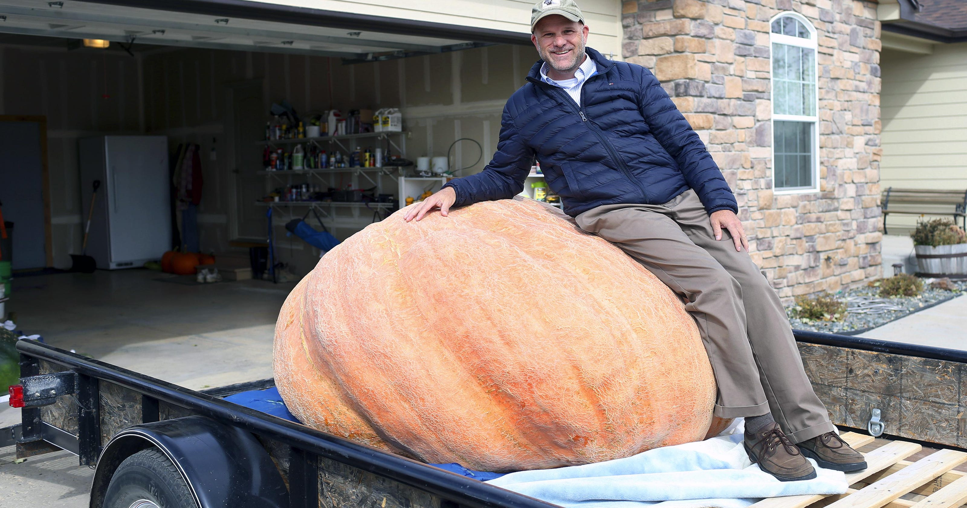 Massive pumpkin, runaway emu, 38-year-old penguin dies: News from around our 50 states