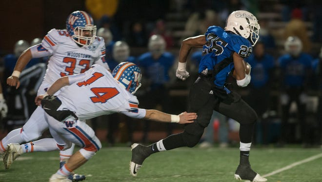 Gateway running back Laqwan Sims breaks away for a run in Friday's 28-8 Gators' win over Woodstown in the first round of the South Jersey Group 1 playoffs.