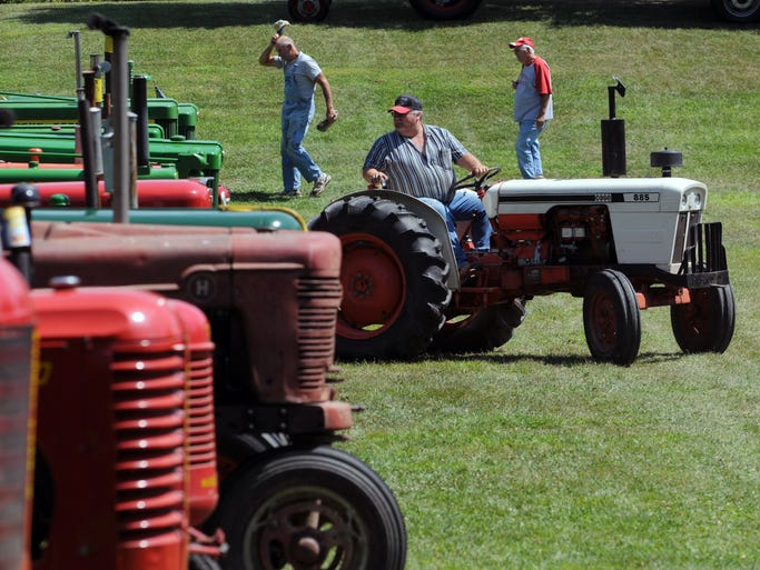 Antique Tractor Horns : Old equipment highlights antique tractor show