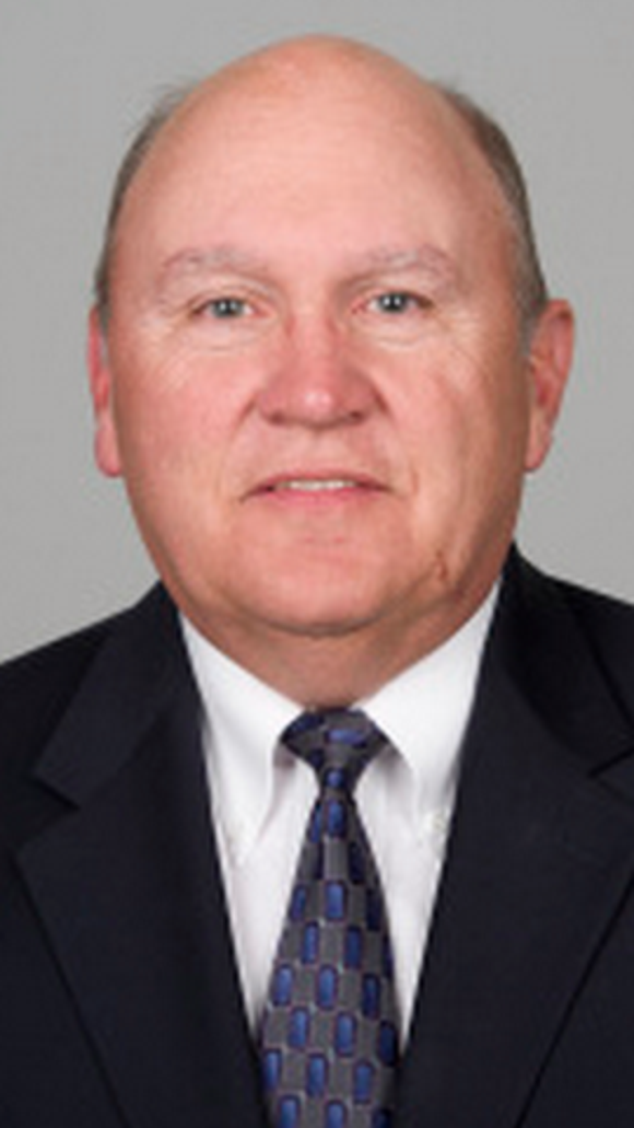 Tennessee will hire Mike DeBord as its offensive coordinator, multiple media outlets reported Thursday.
