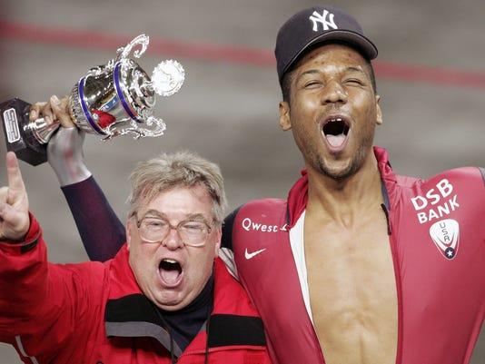 US Shani Davis (R) and his coach Bob Fen