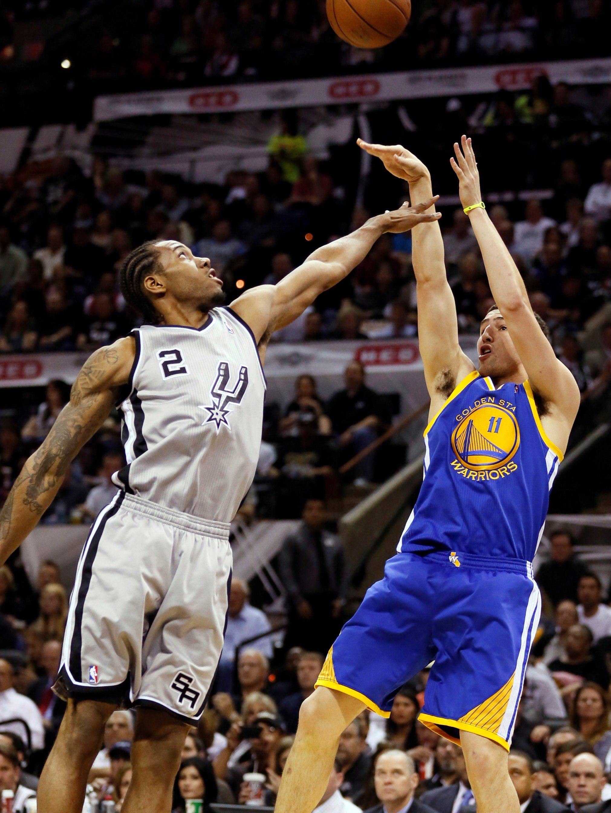 Klay Thompson, Warriors hold lead vs. Spurs in Game 2