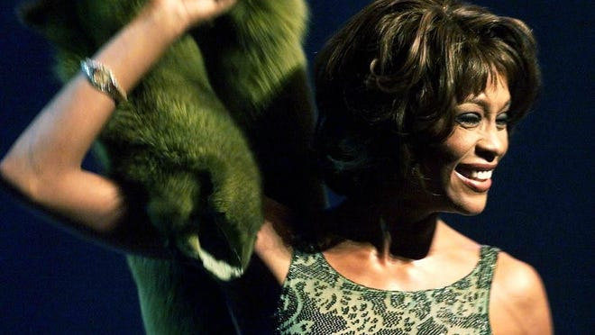 - -Whitney Houston performs at the Paul Robeson Gala Tribute at the New Jersey Performing Arts Center in Newark, N.J., Tuesday, Nov. 28, 2000. (AP Photo/Jeff Zelevansky)