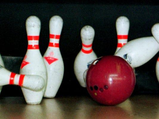 635830195335909615-BOWLING-BallPins