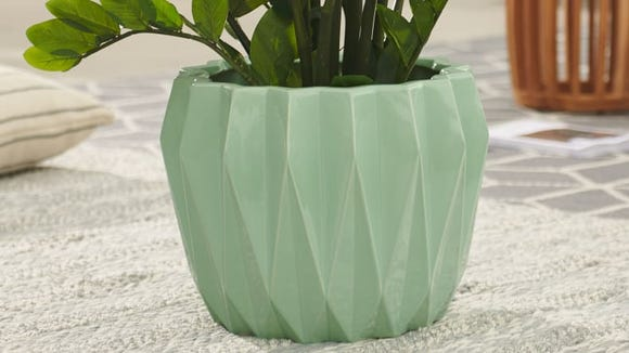 How fun is this modern planter?