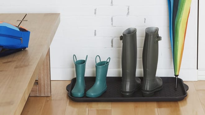 You can simply rinse this boot tray off when it gets dirty.