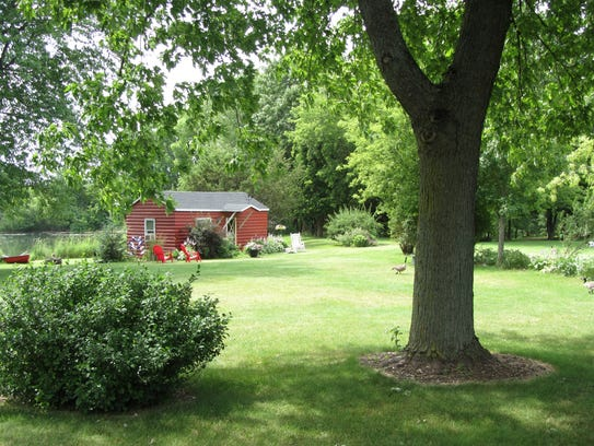 Red Cabin at Green Acres Bar and Supper Club, W2701