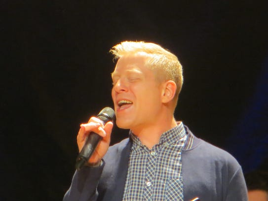 Anthony Rapp performs during BroadwayCon Jukebox at