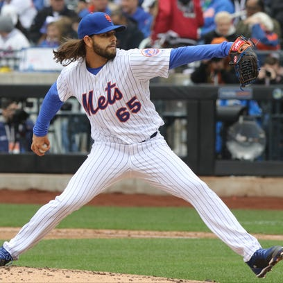 Robert Gsellman throws a pitch during the seventh inning