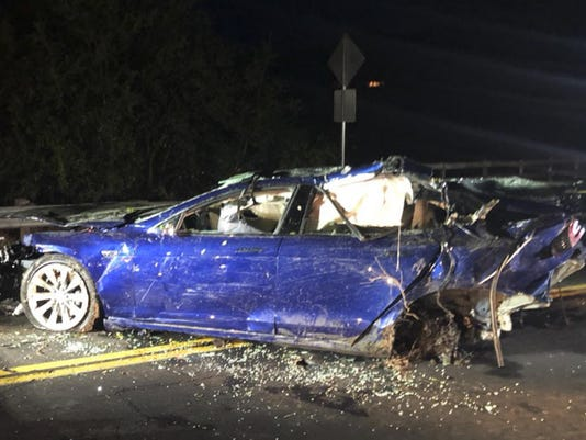 Man Dies After Tesla Crashes Into San Francisco Area Pond - Car show sf bay area
