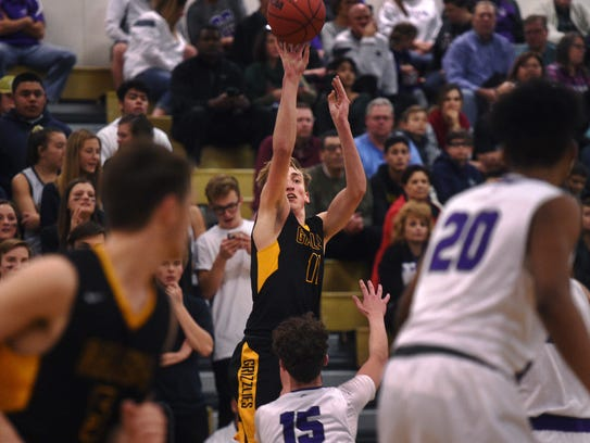 Galena's Moses Wood (11) shoots while taking on Spanish
