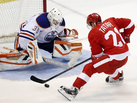 635614989130083225-AP-Oilers-Red-Wings-Hockey-D