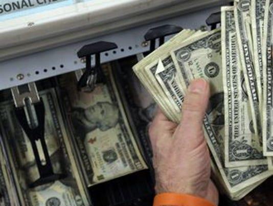 636058242631498761-635822484669696075-economy-Consumer-Spending-Yang-1-1-.jpg