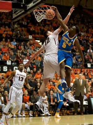 Jan 20, 2016; Corvallis, OR, USA; UCLA Bruins guard Prince Ali (5) dunks the ball over Oregon State Beavers forward Drew Eubanks (12) at Gill Coliseum. Mandatory Credit: Troy Wayrynen-USA TODAY Sports