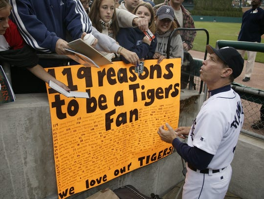 Detroit Tigers manager Alan Trammell autographs baseballs,
