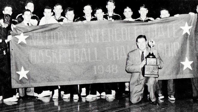 A Louisville basketball team photo after the squad won the 1948 National Association of Intercollegiate Basketball championship.