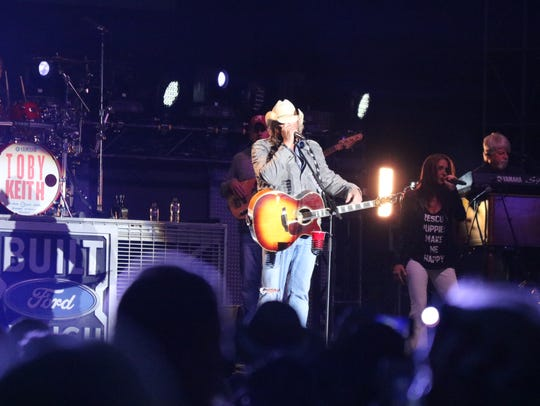 More than 10,000 country music fans packed the Put-in-Bay