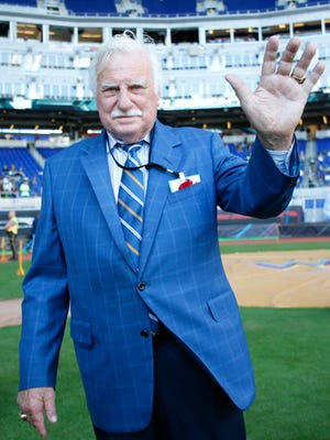 Dec 21, 2015; Miami, FL, USA; FAU former head coach Howard Schnellenberger waves before a game between the Western Kentucky Hilltoppers and the South Florida Bulls in the 2015 Miami Beach Bowl at Marlins Park. Mandatory Credit: Steve Mitchell-USA TODAY Sports