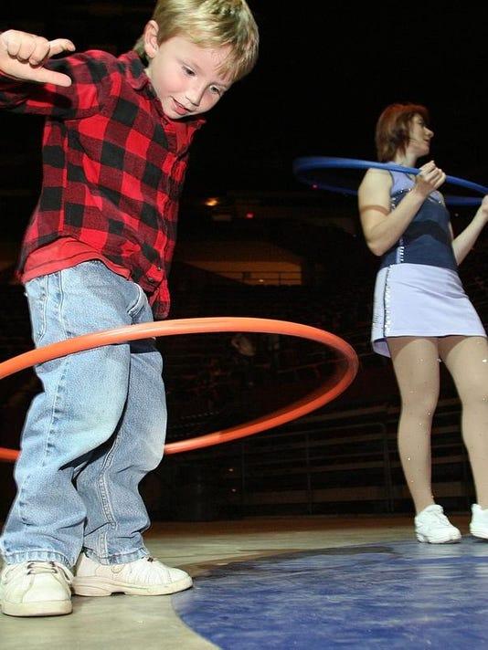 -Circus Hoop Kid ps 010809.jpg_20090209.jpg