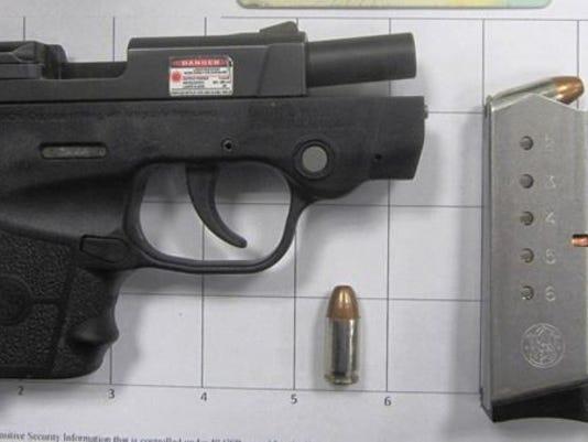 635787792362343283-gun