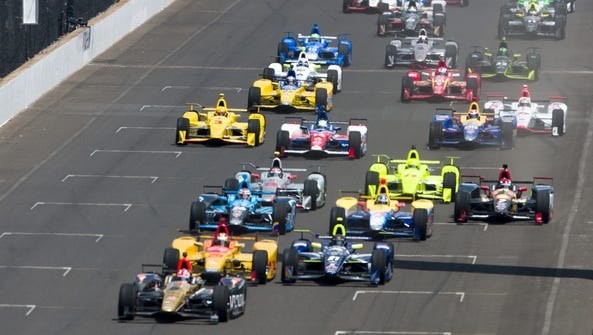 The field of 33 IndyCars at the start of the 100th